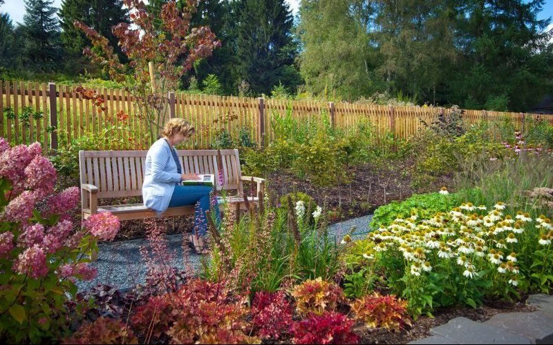 Naturmaterial Holz bringt Behaglichkeit in die Außengestaltung