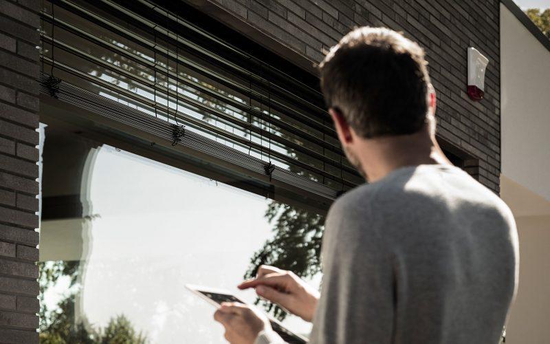 Alarmsysteme am Fenster schrecken Einbrecher bereits vor der Tat ab